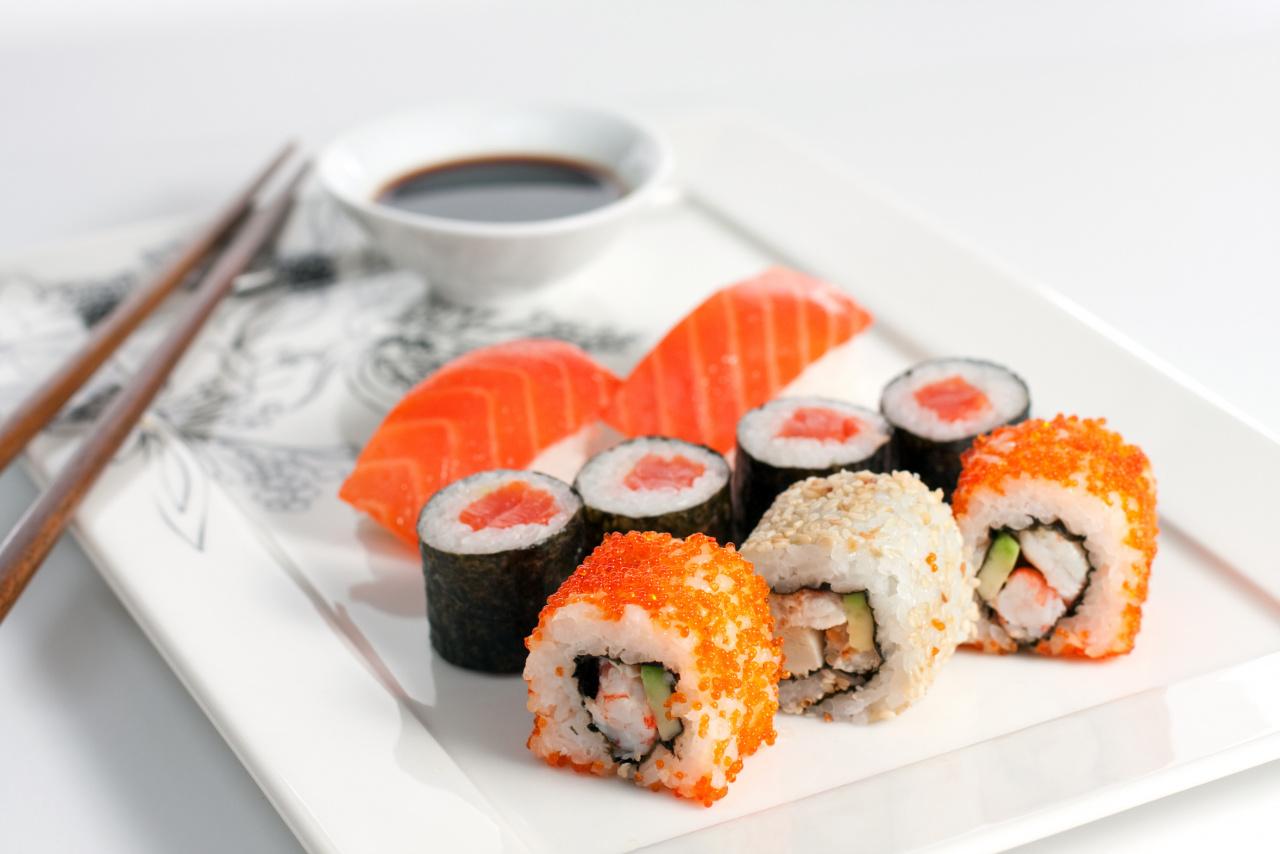 Суши - изысканное блюдо из риса и рыбы