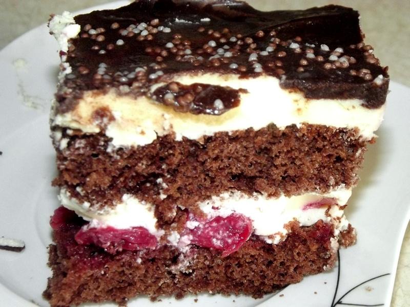 Tort czekoladowo-waniliowy z borówkami - PrzyslijPrzepis.pl