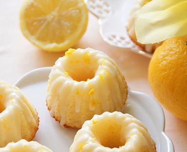 Cytrynowe babeczki z lukrem
