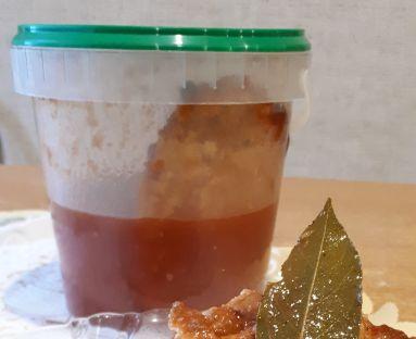 Tilapia w zalewie pomidorowej