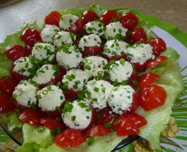 Pomidorki faszerowane białym serkiem i szczypiorkiem