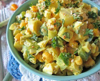Sałatka jajeczna z warzywami i sezamem