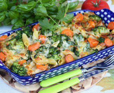 Zapiekanka makaronowa z kiełbasą i brokułem