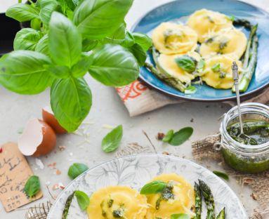 Ravioli z ricottą i pesto bazyliowym