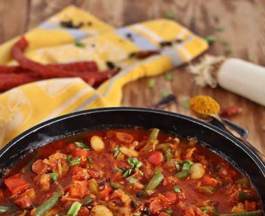 Gulasz curry z fasolką jaś i szparagową