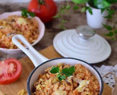 Pomidorowe risotto z anchois i chrupiącą kruszonką z chleba tostowego