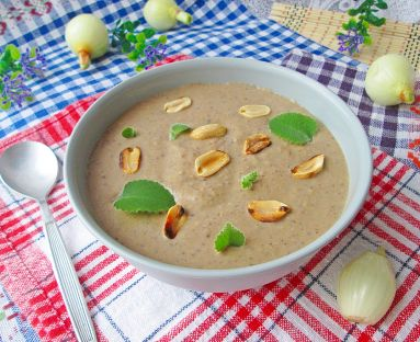 Zupa pieczarkowo - orzechowa z kakao