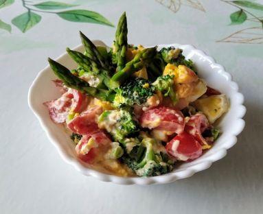 Sałatka ze szparagami i brokułem