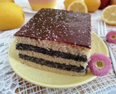 Kruche ciasto z masą makową i polewą czekoladową