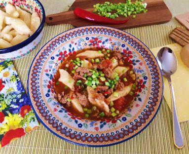 Rozgrzewająca zupa na mielonym mięsie z leniwymi wędzonymi