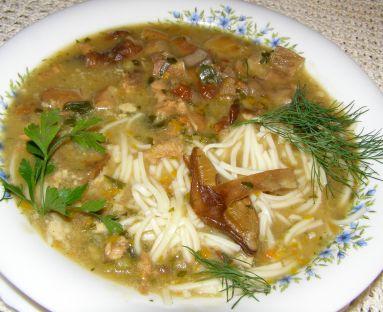 aromatyczna zupa grzybowa z prawdziwków z makaronem