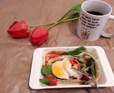Fit  śniadanie - jajko w pomidorze z mikrofali