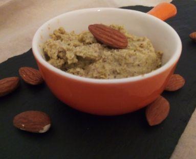 Pasta z oliwek z mielonymi migdałami i truflą letnią