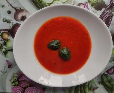 Zupa pomidorowa z bazylią