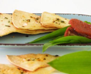 Domowe chipsy z tortilli o smaku suszonych pomidorów