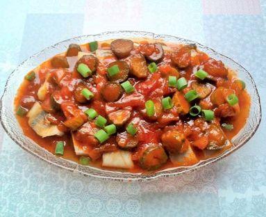 Matiasy w sosie pomidorowym z ogórkami i miodem