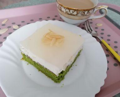 Szpinakowe ciasto kukurydziane z kremem i galaretką