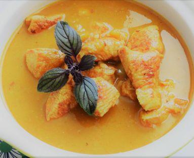 Orientalny gulasz drobiowy z mango