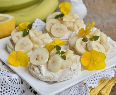 Wafle z serkiem mascarpone i owocami