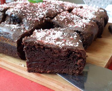 Ciasto czekoladowe na buraczku pieczonym