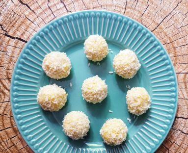 Kuleczki kokosowe ala Rafaello z kaszy jaglanej