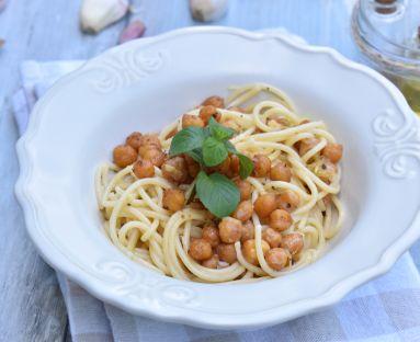 Spaghetti alla carbonara z ciecierzycą