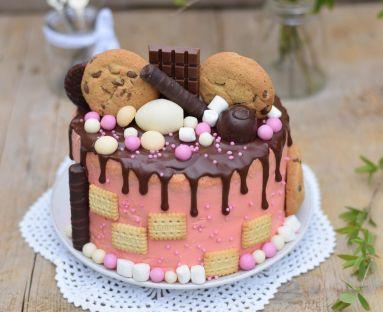 Różowy drip cake1