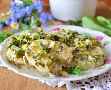 Schab ze szparagami i szpinakiem w sosie serowo-koprerkowym