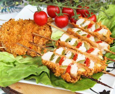 Szaszłyki z piersi kurczaka z warzywami pieczone w płatkach