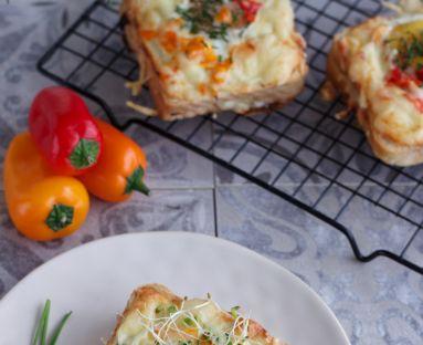 Zapiekane tosty z jajkiem