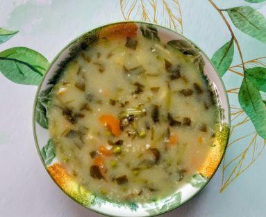 Zupa szczawiowo-ogórkowa z groszkiem