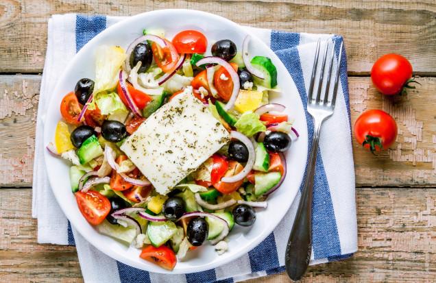Sałatka z pomidorów - 18 przepisów na lato