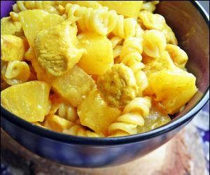 Makaron Z Kurczakiem I Ananasem W Slodko Ostrym Sosie Curry