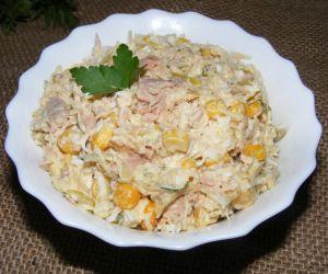 Salatka Z Tunczykiem Jajkiem Ogorkiem Kiszonym I Kukurydza