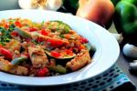 Kurczak w warzywach z kaszą pęczak