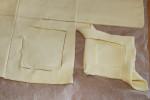 Wycinanie kwadratów i składanie ciastek