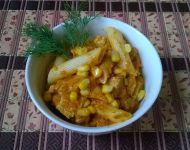 Makaron z kurczakiem w warzywnym sosie