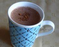 Energetyczna gorąca czekolada z cynamonem