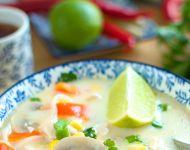 Zupa z mleczkiem kokosowym, kurczakiem, papryką, pieczarkami i kukurydzą