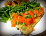 dorsz curry z sosem ze świeżych pomidorów