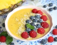 Ananasowe smoothie bowl