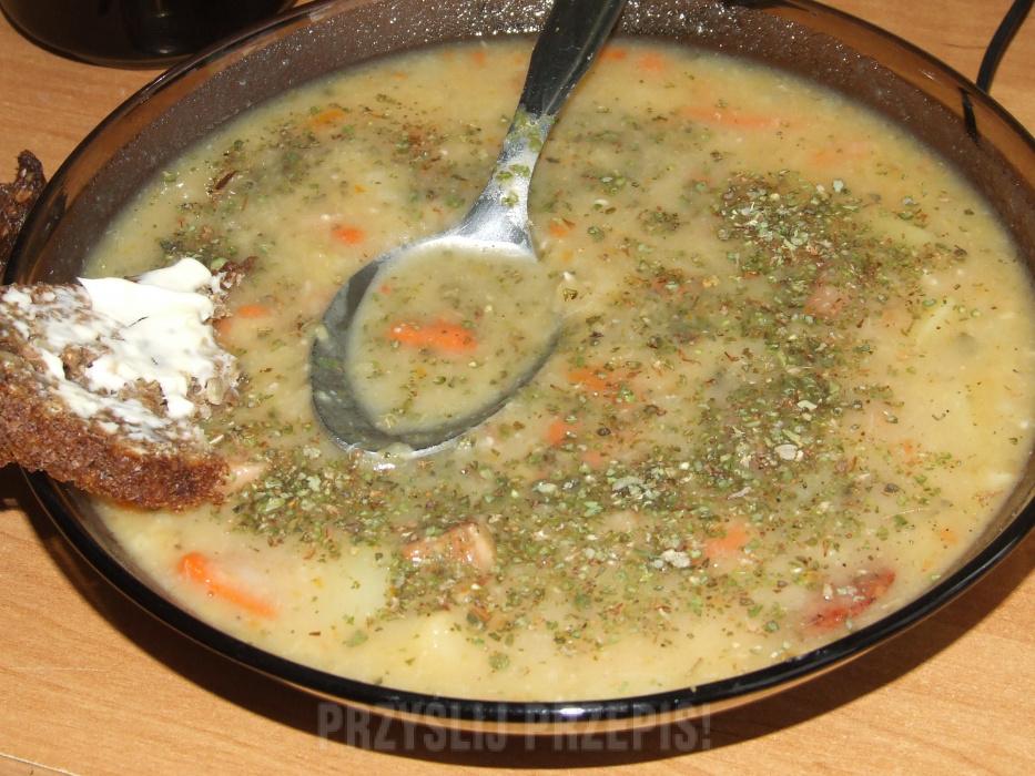 Tradycyjna Chłopska Zupa Grochowa Grochówka