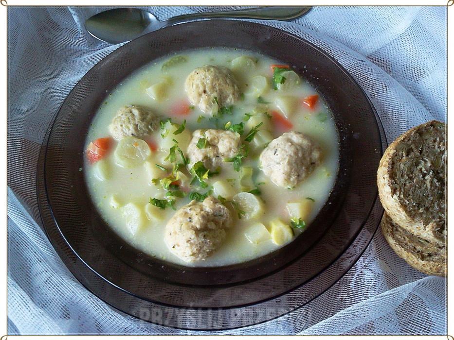 Zupa Ze Szparagów Z Drobiowymi Klopsikami