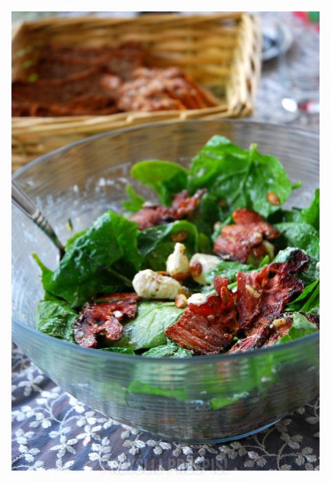 Salatka Ze Szpinaku Z Feta I Chipsami Z Boczku Przyslijprzepis Pl