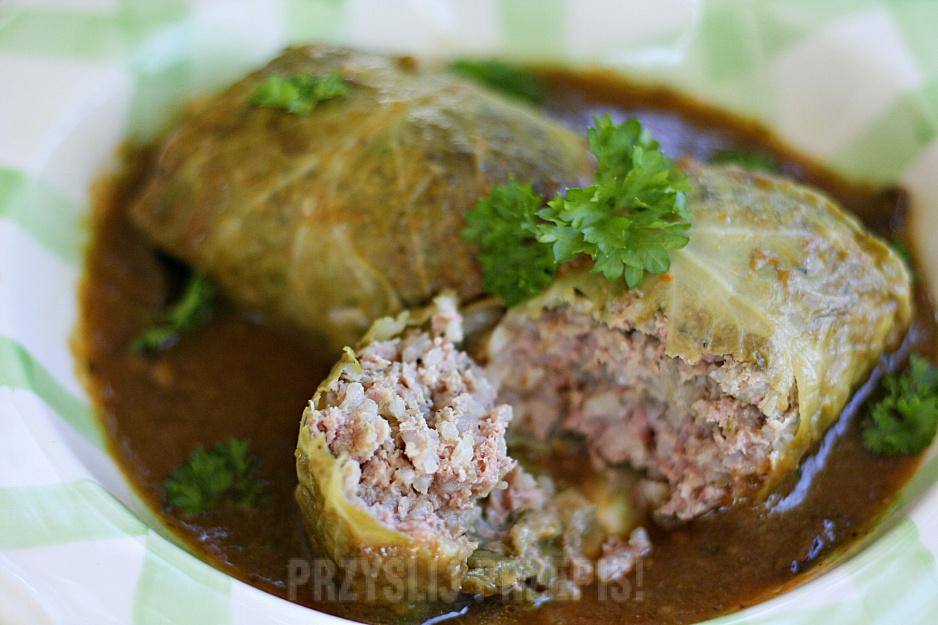 Gołąbki z młodej kapusty z ryżem i mięsem