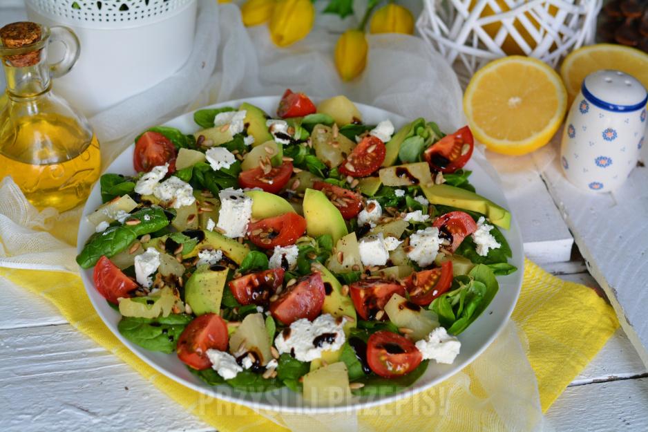 Salatka Z Awokado Ananasem I Chrupiacym Slonecznikiem
