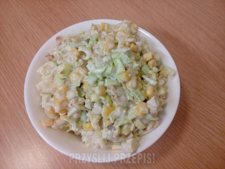 Salatka Z Selerem Naciowym Kurczakiem Ananasem I Kukurydza