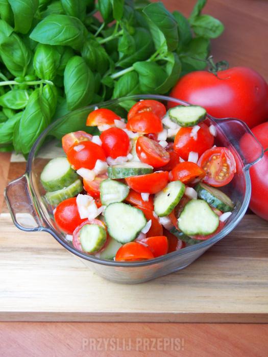 947aca8536 Szybka surówka z pomidorkami koktajlowymi