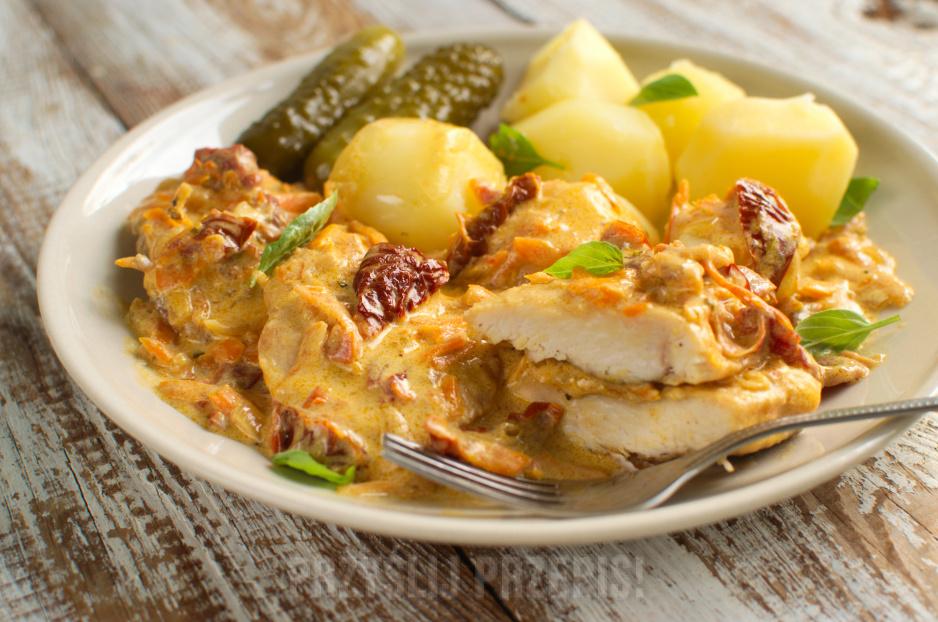 Kurczak W Kremowym Sosie Z Marchewka I Suszonymi Pomidorami