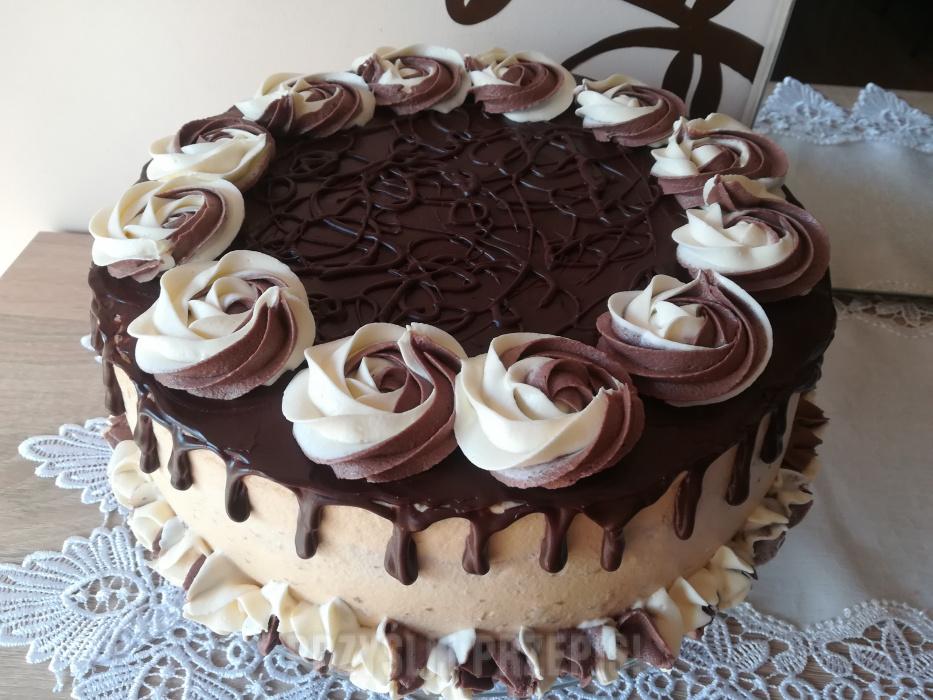 Tort Z Czekoladowym Dripem I Dwukolorowymi Rozetkami